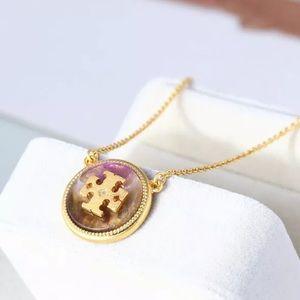 Tory Burch Logo Pendant Gold / Semi-precious Stone